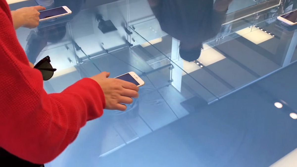 Apple Stores show off iPhone 6s 3D Touch with fancy tables