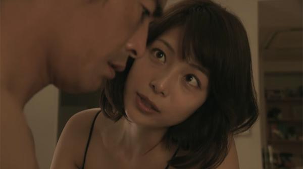 妻のある人と浮気をする愛人役を演じる相武紗季