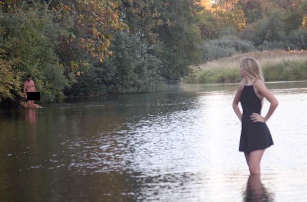 Oregon Girl's Senior Photos Go Viral After A Random Naked Dude Photobombs Them
