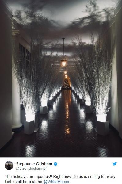 ホワイトハウスが公開した、クリスマスデコレーションの写真が不気味とツイッターでネタに
