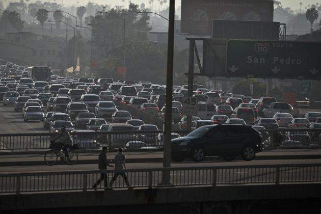 前のクルマにぴったりと張り付いて走るドライバーが渋滞を発生させる大きな原因に マサチューセッツ工科大学の研究者が示唆