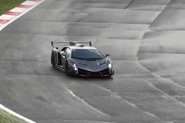 【ビデオ】雨のサーキットを走るランボルギーニ「ヴェネーノ」の激レア映像!