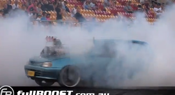 V8エンジン搭載のダイハツ・シャレードが超絶ドリフトがキメまくってスゴすぎる