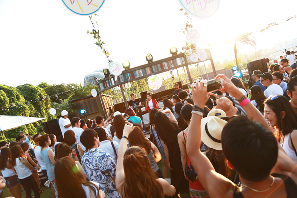 突如出現した都市型アウトサイドパーティー「Tropical Disco」に著名人も大注目!