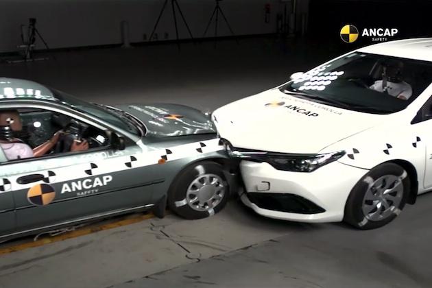 【ビデオ】1998年式と2015年式のトヨタ「カローラ」同士で衝突試験を実施 17年で安全性はこれだけ進化した!