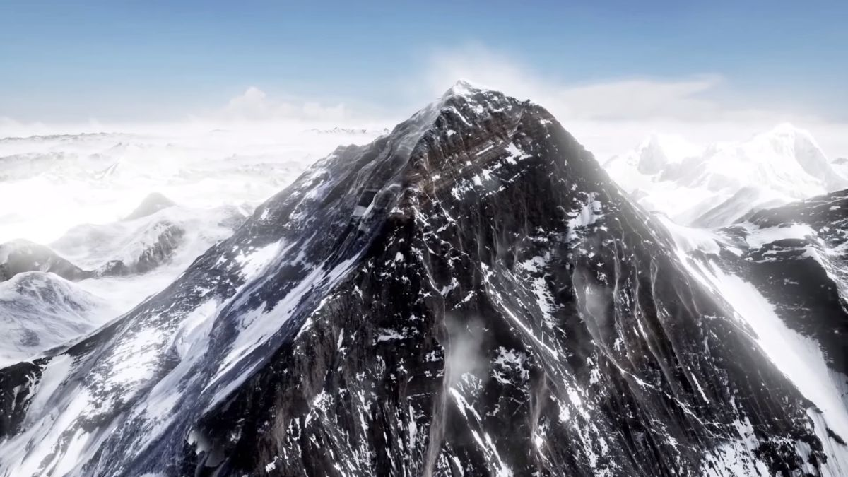 Everest VR - picture of a very realistic-looking CGI mountain peak