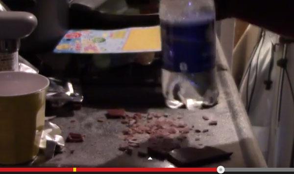 チョコレートとガムを混ぜ合わせるとどうなる? 激しく荒ぶる検証動画に日本人苦笑