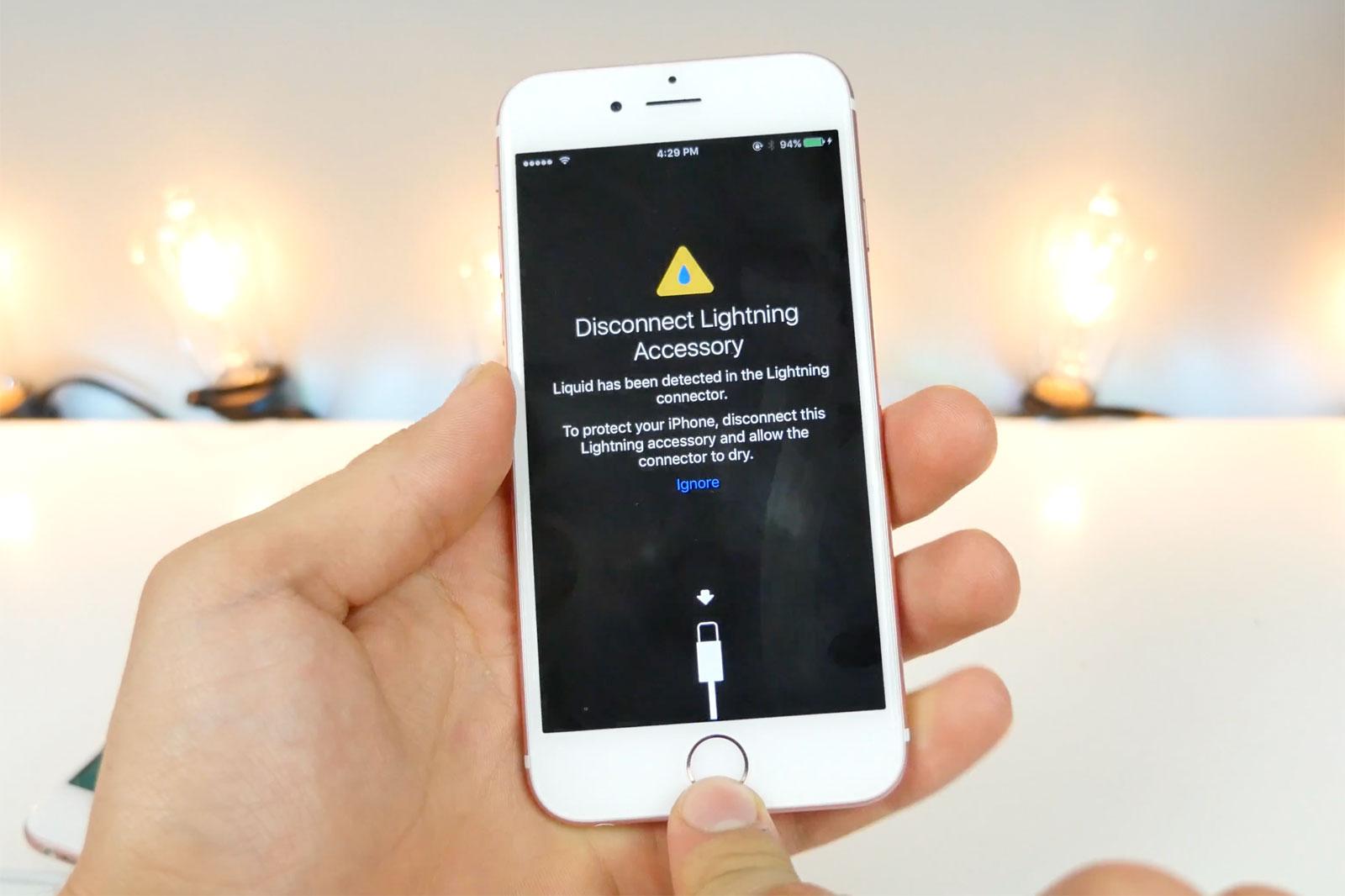 1 iOS 10 te avisará si tu Lightning está húmedo