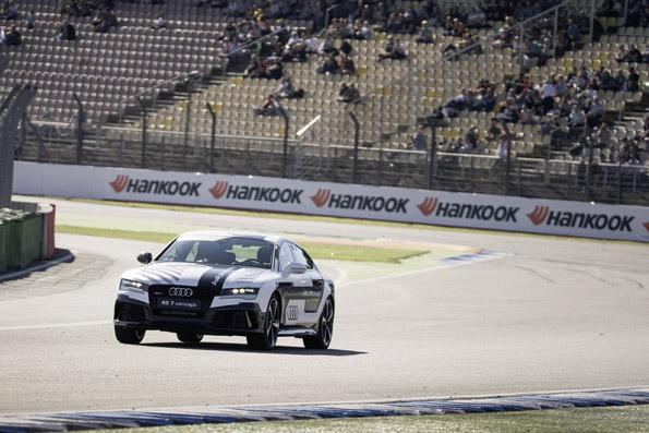 Beweis erbracht: Audi RS 7 piloted driving concept faehrt beim DTM-Finale in Hockenheim fahrerlos am Limit.