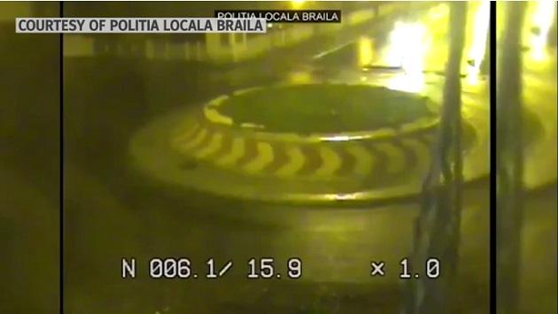 【ビデオ】環状交差点を飛び越えた!ルーマニアの居眠り運転ドライバー