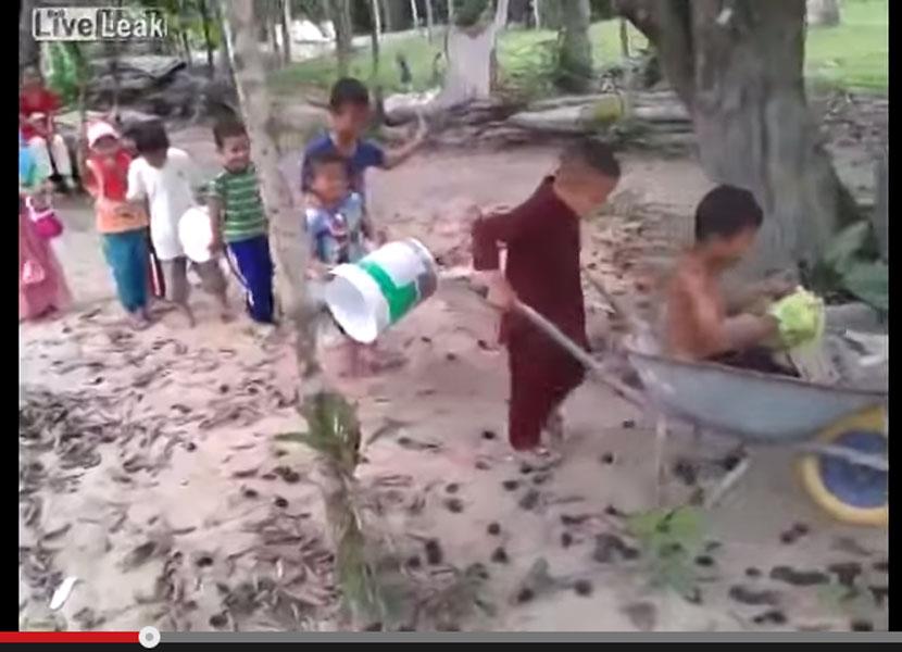 村一番の鼓笛隊の映像に世界各国のユーザーから「なごんだ」の声