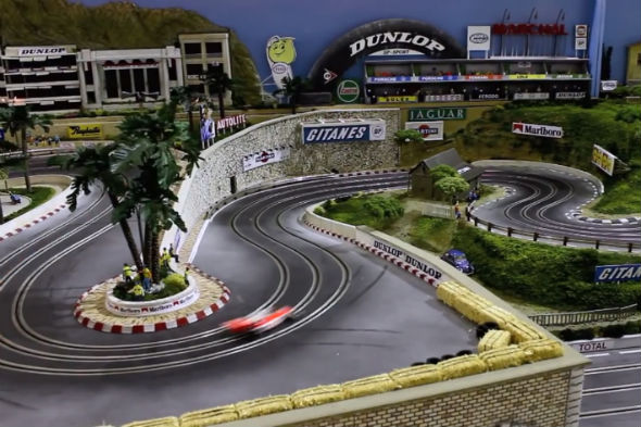 Video meet the 300 000 scalextric track aol uk cars - Decoracion scalextric ...