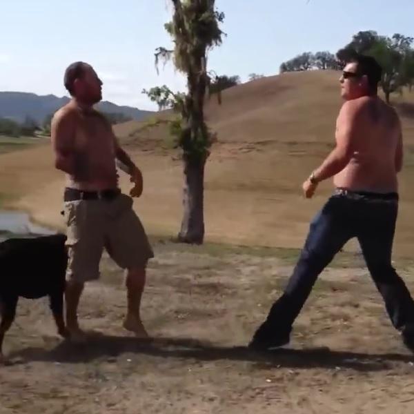 楽しいBBQのはずが殴り合いに!? 酔っぱらい2人のケンカが総合格闘技のよう