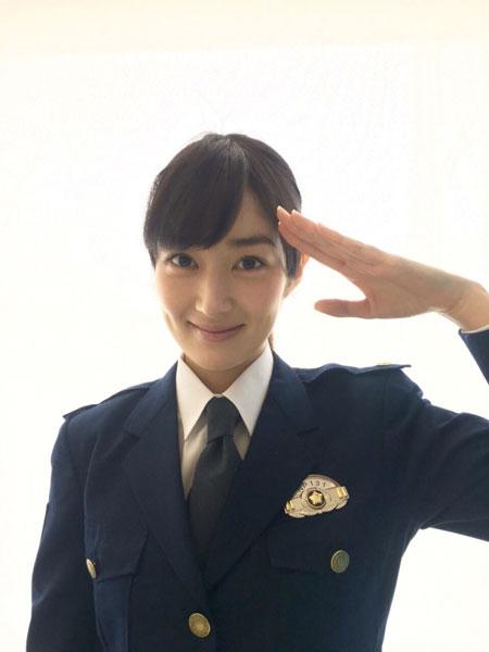 女優・高梨臨の婦警コスプレ姿がかわいすぎて「逮捕されたい」人続出!