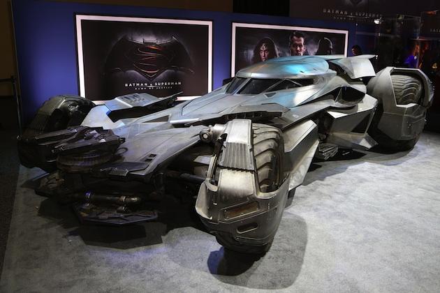 新型バットモービル、ついに公開!(ビデオ付)