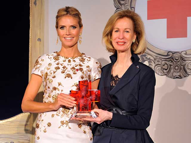 Heidi-klum-volunteering-award
