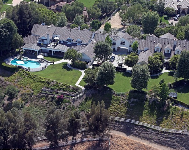 Jennifer Lopez selling her LA mansion for $17m (really)