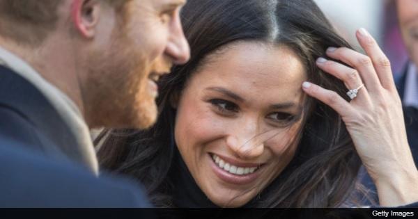 幸せ全開!ハリー王子とメーガン・マークルが3枚の婚約写真を披露