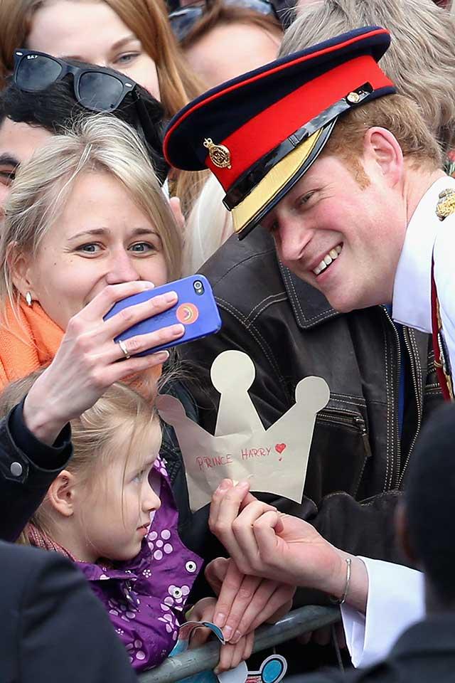 prince-harry-selfie