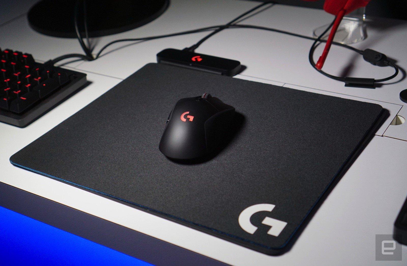 Así es la alfombrilla de Logitech que carga tu ratón mientras lo usas