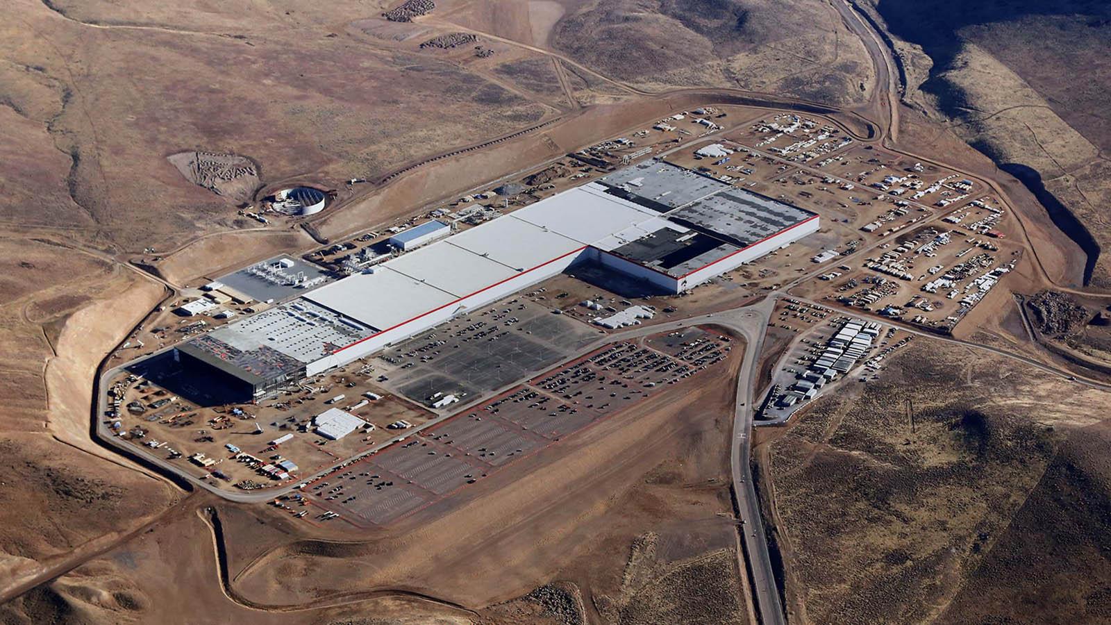 Tesla ya comenzó a producir baterías en la Gigafactory
