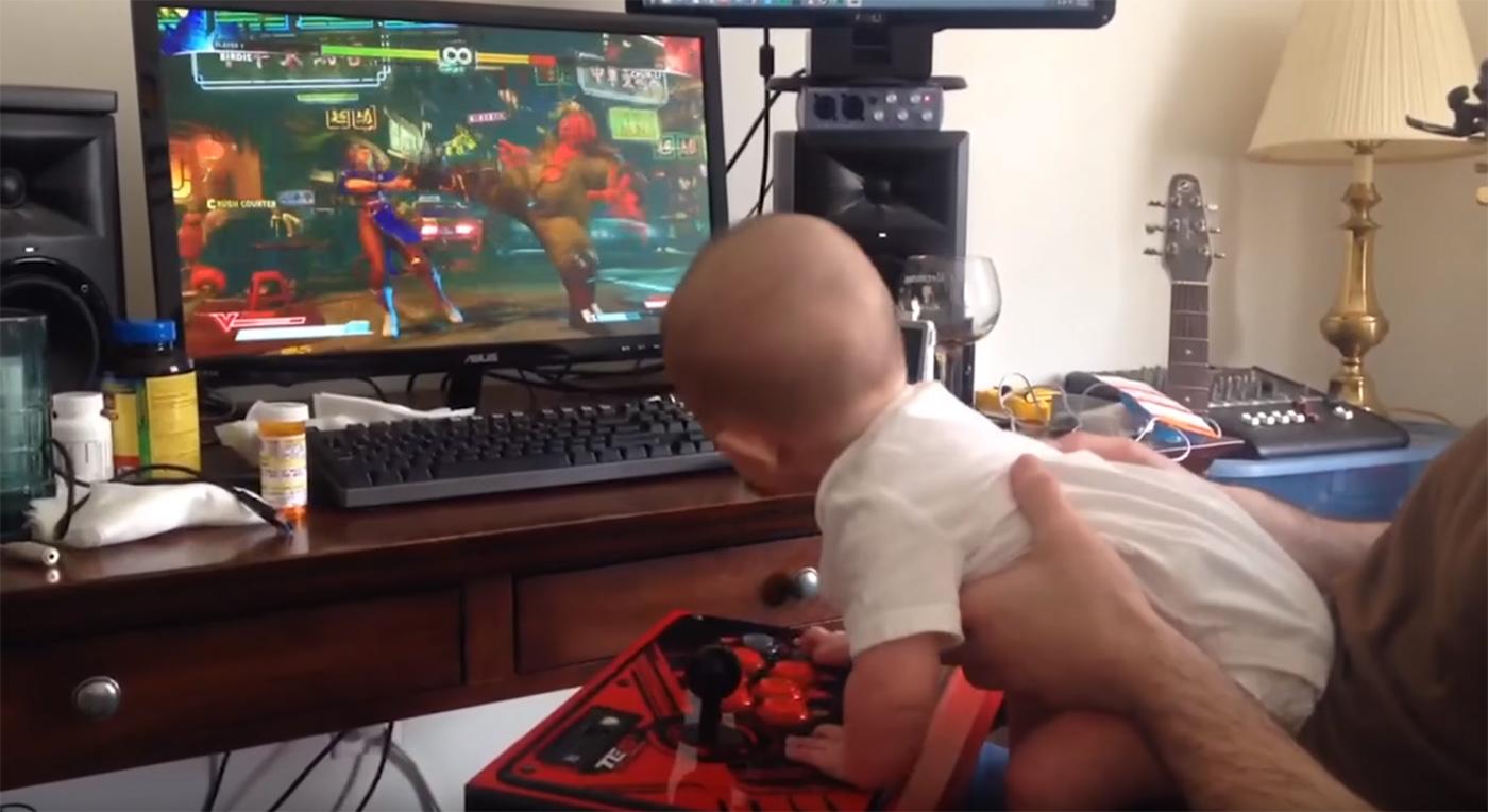 Este niño de 6 meses completa el modo historia de Street Fighter V