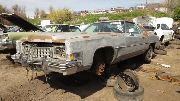 かつて富裕層に愛された超高級クーペ、1973年型キャデラック「エルドラド」を廃車置場で発見