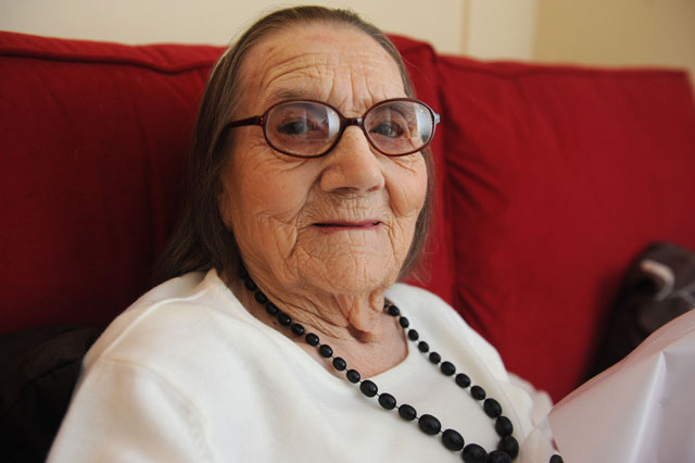 Great grandmother turns 104 without a single grey hair
