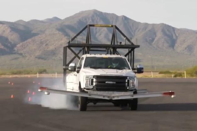 【ビデオ】この異様な装備のピックアップ・トラックで、フォードは何をテストしているのか?