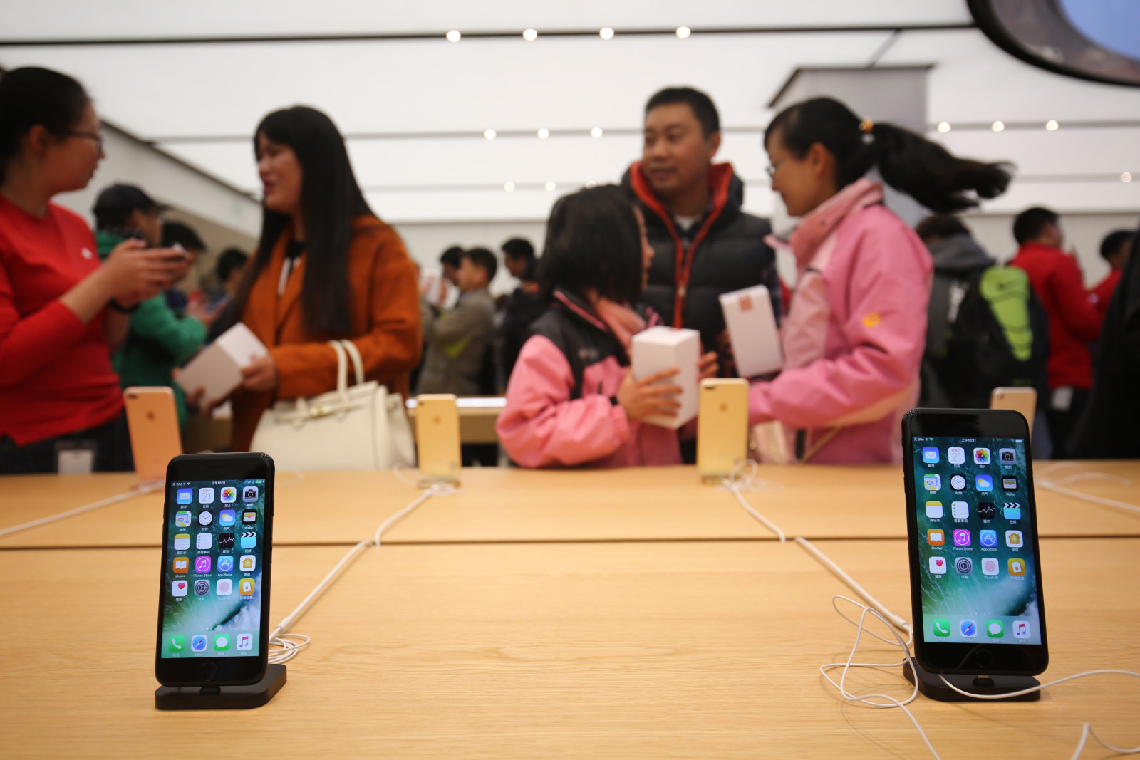Senators want to know if Apple fought back on China's VPN ban