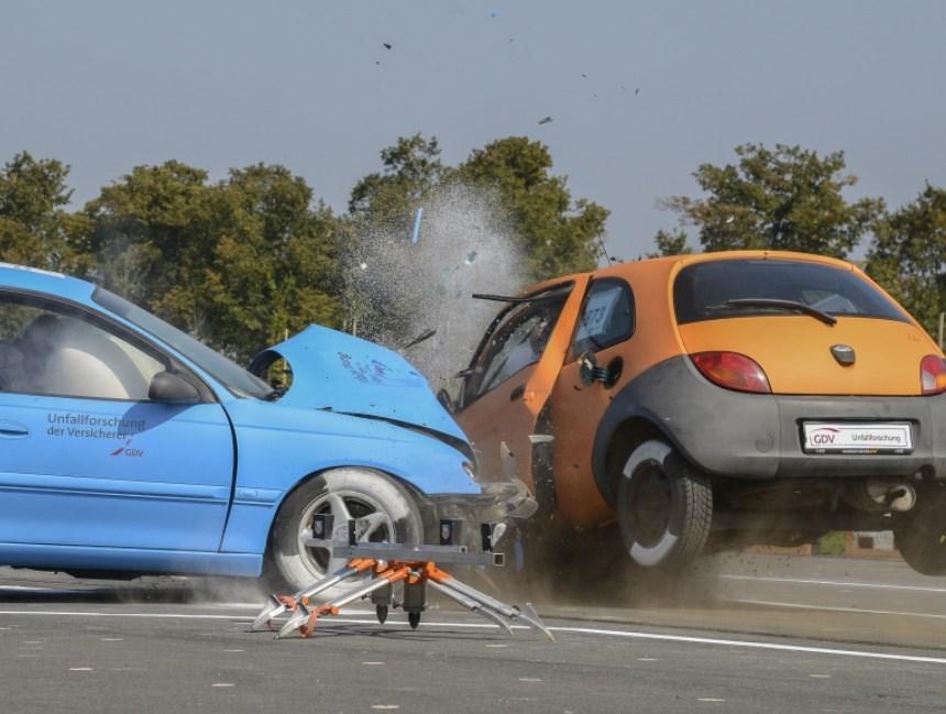 Landstraße, Unfall, Überholverbot, Risiko, Unfallforschung, Gefahr, Gefährlich, Unfallzahlen, Verletzte, Unfalltote, Überholen, Überholfehler, Überholunfall, Verkehrstote