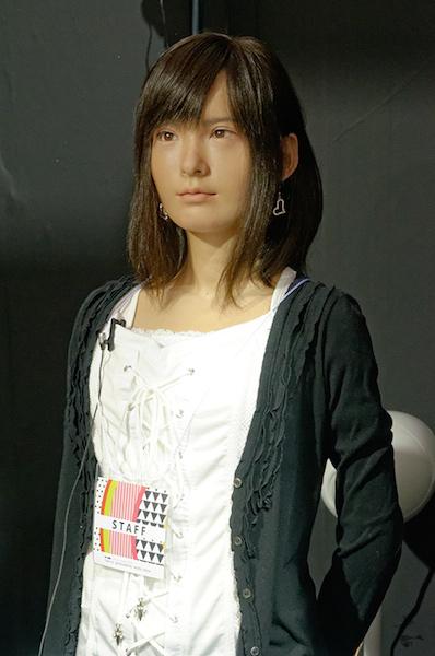 Engadget Japanese日本版スーパーロボット展 開幕、美少女アンドロイド、ペンギンロボ、合唱ロボなど30体。動画アリA-Labの美少女アンドロイド「ASUNA」明和電機の合唱ロボ「セーモンズ」若干ハタチの女子大生が作るファッションロボットトライボッツのペンギンロボ「もるペン!」人間を進化させる義手、義足月面探査ロボ、うなぎ型ロボは操作も可能
