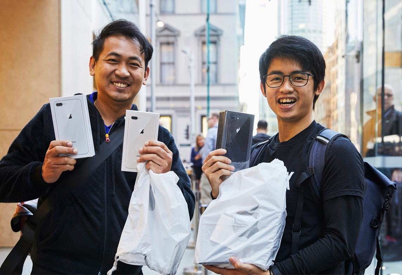 iPhone 8販売開始、早朝から行列も。3キャリア&アップルの発売イベントまとめ