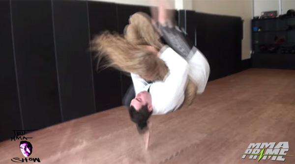 美しすぎる世界最強の格闘家、ロンダ・ラウジーが巨体の柔道男を瞬殺、再起不能に【動画】