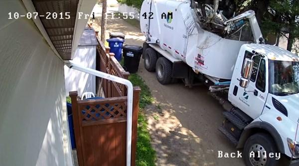 ゴミ収集作業員がブチキレてわざとゴミ箱を破壊!恐怖の一部始終【動画】