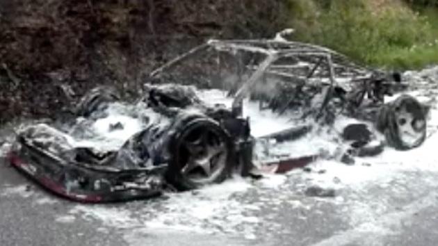 【衝撃】フェラーリ「F40」の希少なプロトタイプが道路脇で焼失! オーナーはあのTax The Rich氏!?に製造された希少なプロトタイプが道路脇で焼失!