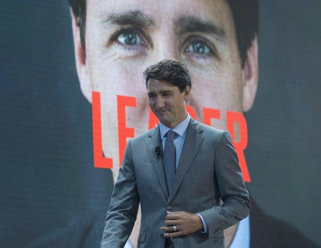On aimerait voir Macron avec les mêmes chaussettes que Trudeau
