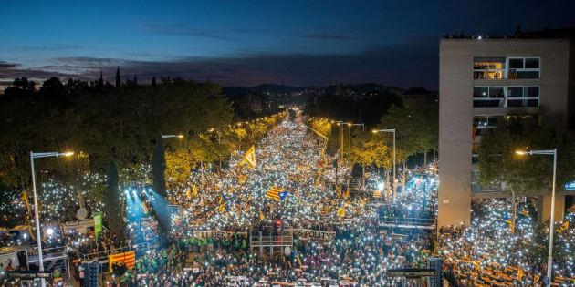 Las impresionantes imágenes de Barcelona iluminada en homenaje a los encarcelados