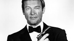 Roger Moore Says No To A Gay Or Female James Bond foto