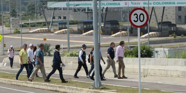 El Ejército venezolano bloquea el puente por el que puede entrar ayuda a Venezuela