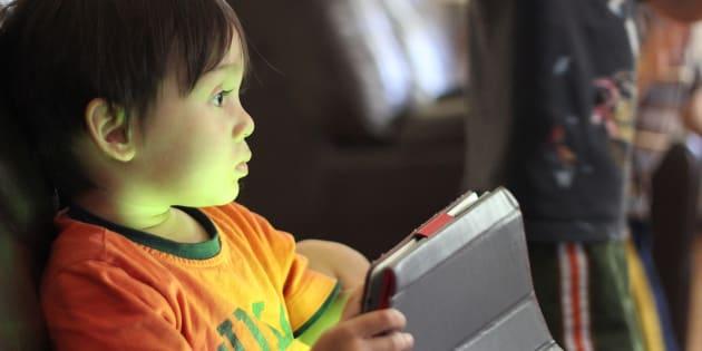 Guía de seguridad para proteger a los niños con móvil y redes sociales