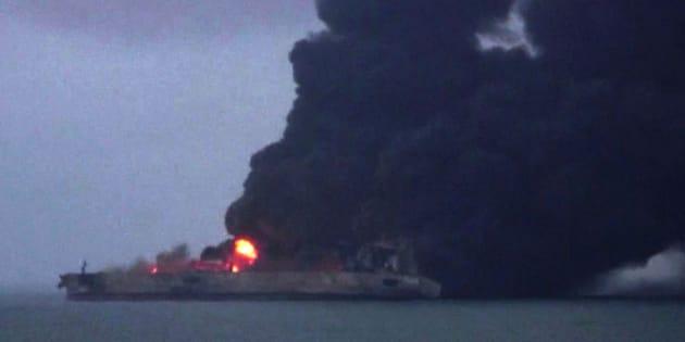 El accidente de un petrolero en China hace temer una catástrofe ambiental