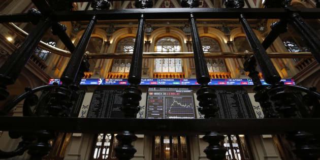 La Bolsa española resiste el desplome de Wall Street y cae un leve 0,49 %