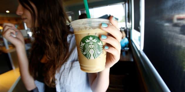 Starbucks eliminará las pajitas de plástico