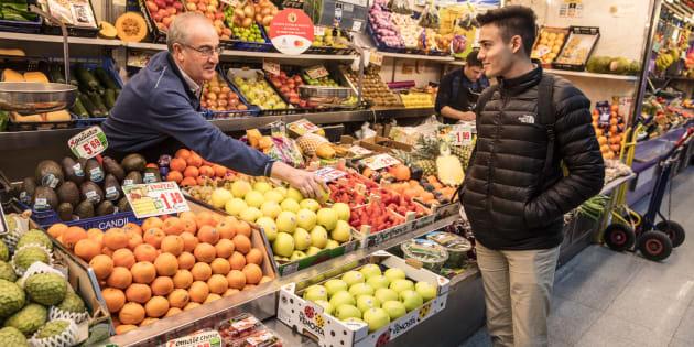 Los españoles cada vez compramos menos fruta (y estamos más gordos)