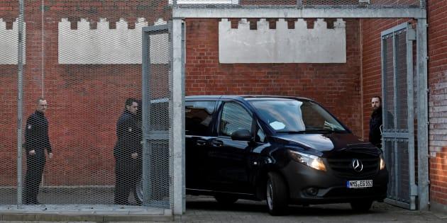 La Policía detiene a los dos mossos y al historiador que acompañaban a Puigdemont