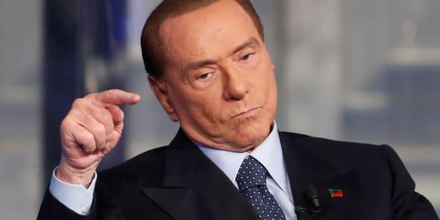 Berlusconi dice que no está acostumbrado al cortejo porque son las mujeres las que van a él