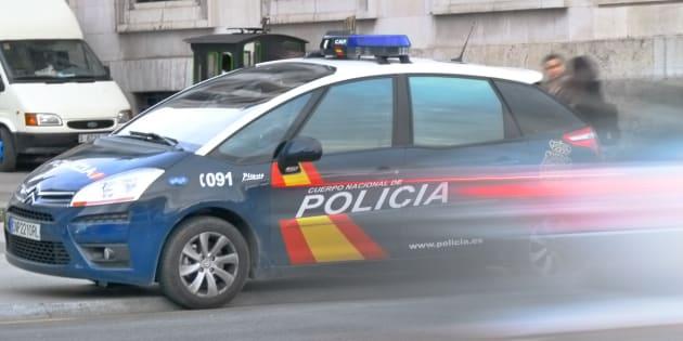 Detenido un hombre en Valencia tras agredir a su mujer, amenazar con tirar por el balcón a sus hijos y echarlos de casa