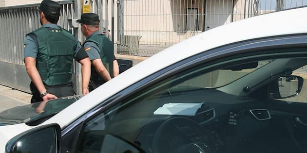 La Guardia Civil registra el semanario 'El Vallenc' en busca de material electoral