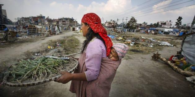 Una joven muere en Nepal tras la expulsión por su familia de su casa por tener la menstruación